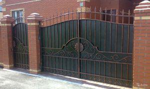 ворота с профнастила с элементами ковки