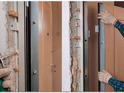 Как крепить металлические двери в проеме