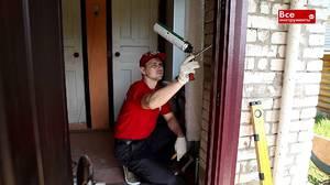 Монтажная пена активно применяется при установке дверей.
