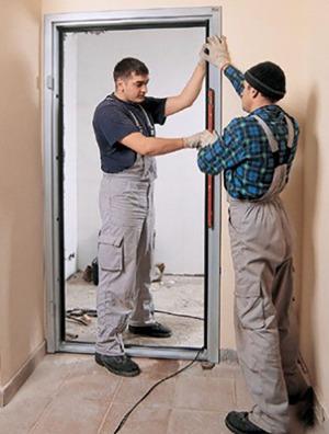 Установка рамы - первый этап установки новой двери.