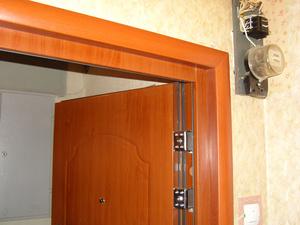 Отделка откосов производится после установки двери и выполнения основных работ.