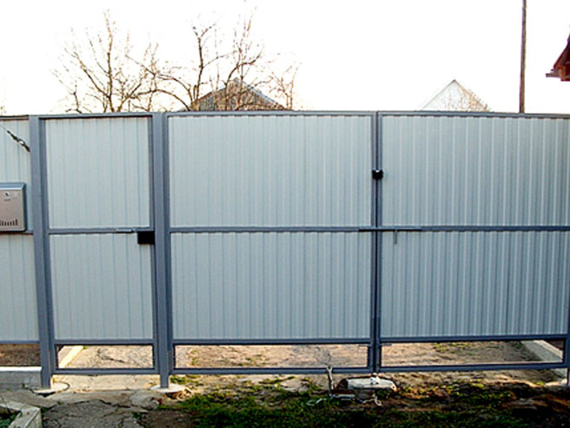 Ворота распашные из профнастила