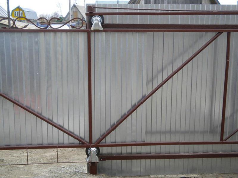Ворота откатные из профнастила своими руками