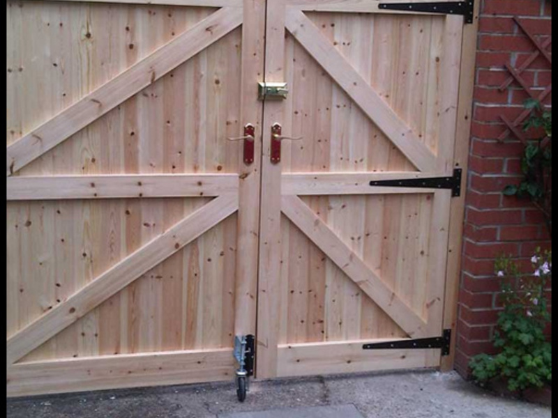 Самому сделать деревянные ворота своими руками