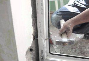 Как установить пластиковые двери самостоятельно видео