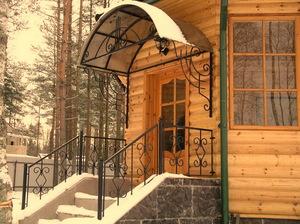 Как выполняется установка навесов над крыльцом для частного дома
