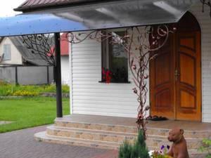 Козырек над входом фото