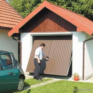 Подъемно-поворотные ворота это такая конструкция, в которой цельная створка поднимается при открывании под потолок