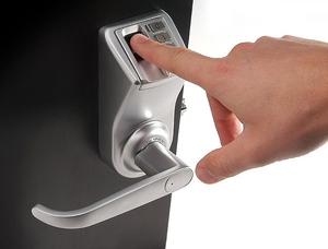 Установить электронный замок на дверь