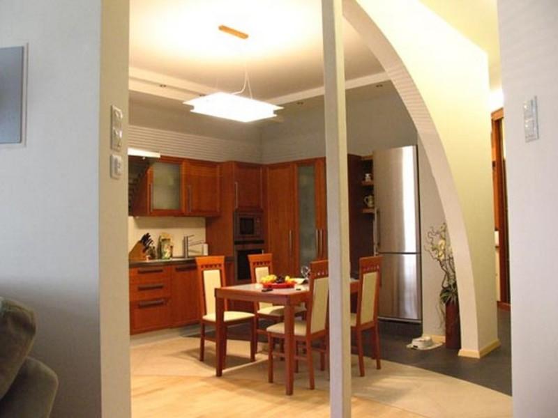 Арка между кухней и гостиной фото