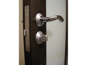 Ручка защелка дверная с фиксатором