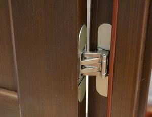 Скрытые петли на двери