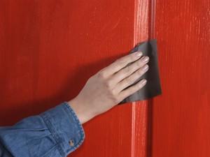 Чем красить деревянные двери межкомнатные