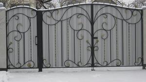 Кованые ворота с профлистом