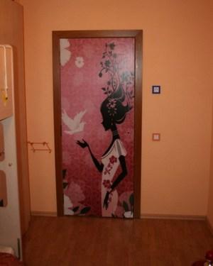 Самоклеящаяся пленка на дверь
