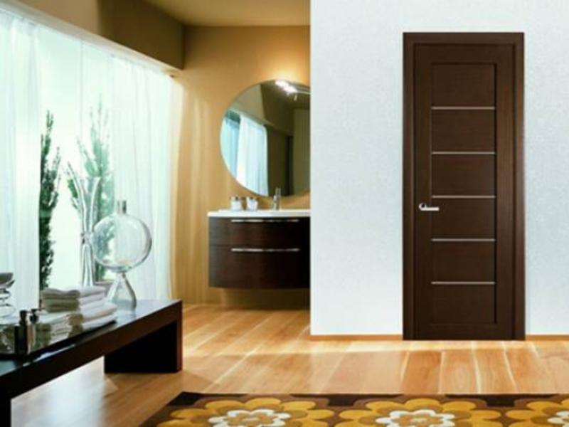 Разные двери по цвету: фото в интерьере квартиры.