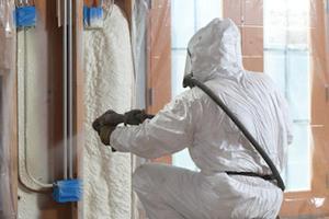 Чем отмывать монтажную пену с рук и металлических дверей: как правильно оттереть ее и какими средствами