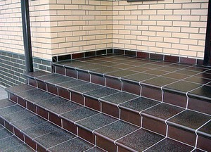 плитка на ступеньки на улицу в частный дом фото