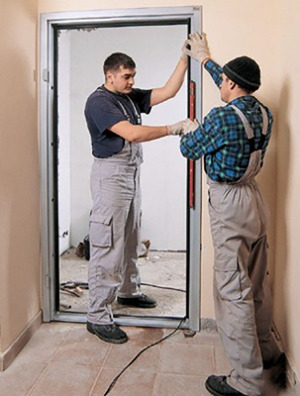 Установить металлическую дверь
